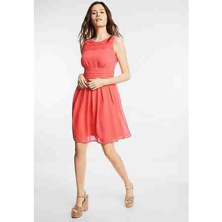 Immer ein Blickfang: Entdecken Sie jetzt die Damen-Partymode! Heiße Outfits zum Mitfeiern...