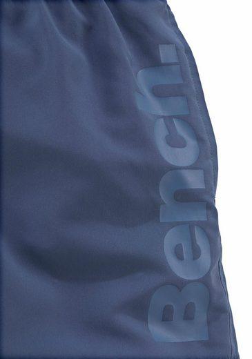 Bench. Badeshorts mit seitlichem Logoschriftzug