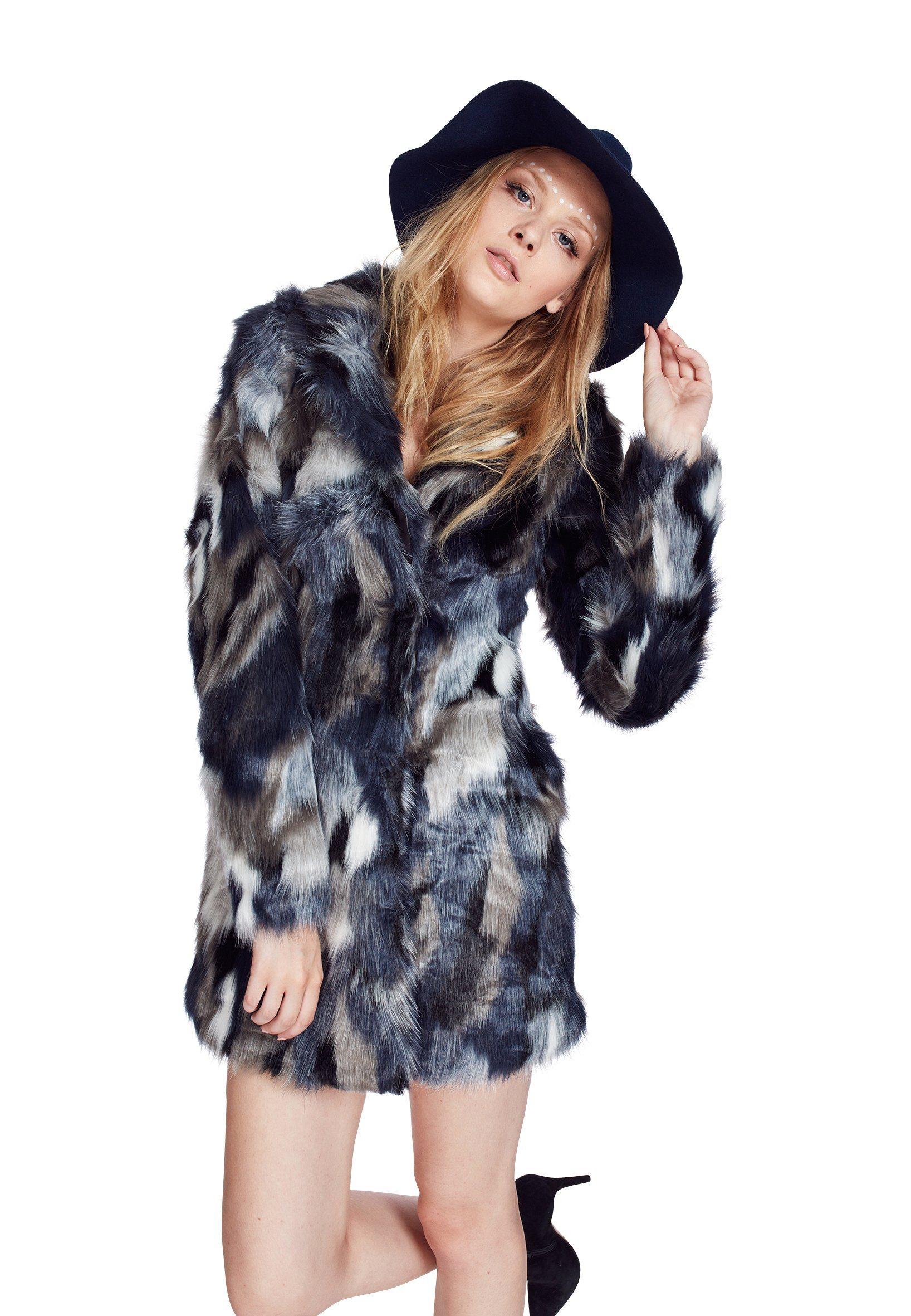 Mantel Dieser stylische Kunstfellmantel für Damen ist ein absolutes Must-Have! Das täuschend echte Kunstfell weist ein wunderschönes Muster auf. Geschlossen wird der Mantel über die schönen, großen Metallknöpfe, welche spielerisch