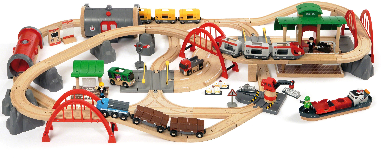 BRIO® Holzeisenbahn Spielset, »WORLD Straßen & Schienen Bahn Set Deluxe«