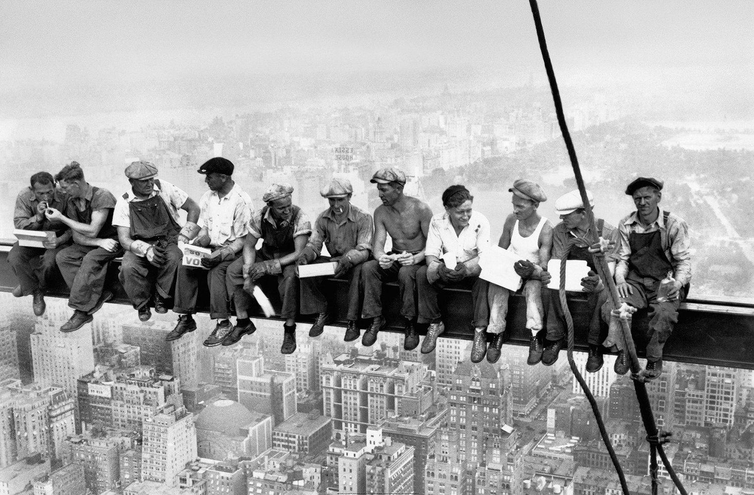 IDEALDECOR XXL Poster »Giant Art - Eating above Manhattan« | Dekoration > Bilder und Rahmen > Poster | Idealdecor