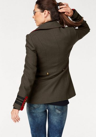 Laura Scott Langjacke, im Military-Style