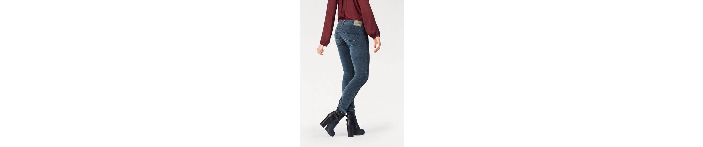Herrlicher Slim-fit-Jeans GILA SLIM, in modischer Samtoptik