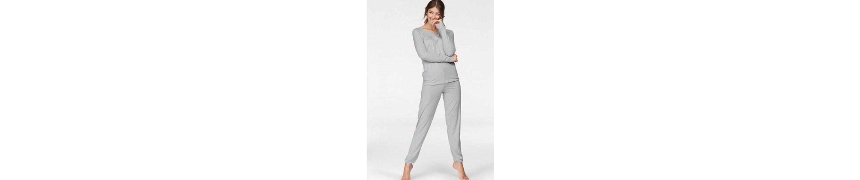 CALIDA Pyjama Ella mit trendigem Ausschnitt