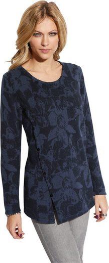 Création L Pullover mit schräger Zierknopfleiste
