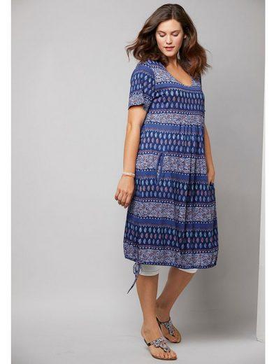 Janet und Joyce by Happy Size Kleid mit Allover-Print