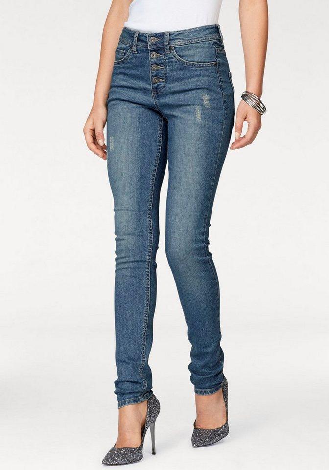 Teeny mit high waist jeans und nike air max