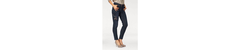 TONI Slim-fit-Jeans, Perdect Shape Diamond, mit aufwendiger Stickerei