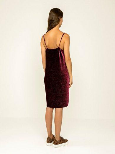 Pieces Plissee-Velours- Kleid