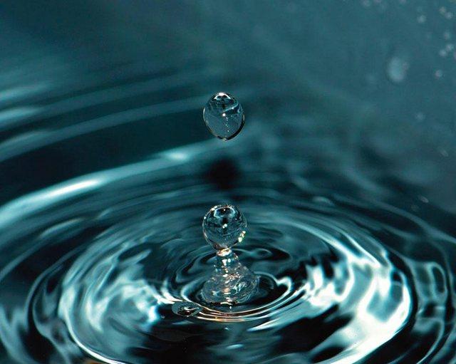 Fototapete Rasch  Wassertropfen bunt,mehrfarbig | 04000441891508