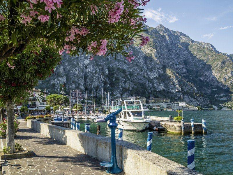 Artland Poster, Leinwandbild »Gardasee Hafen Italien Landschaften Foto« | Dekoration > Bilder und Rahmen > Poster | Kiefernholz | Artland