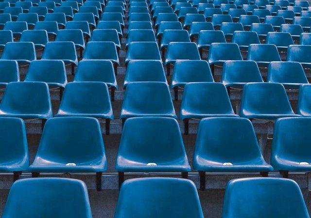 Fototapete Rasch  Stuhlreihen bunt,mehrfarbig | 04000441892857