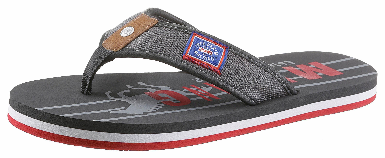 Mustang Shoes Zehentrenner, mit auffälligem Logo-Print online kaufen  grau-rot