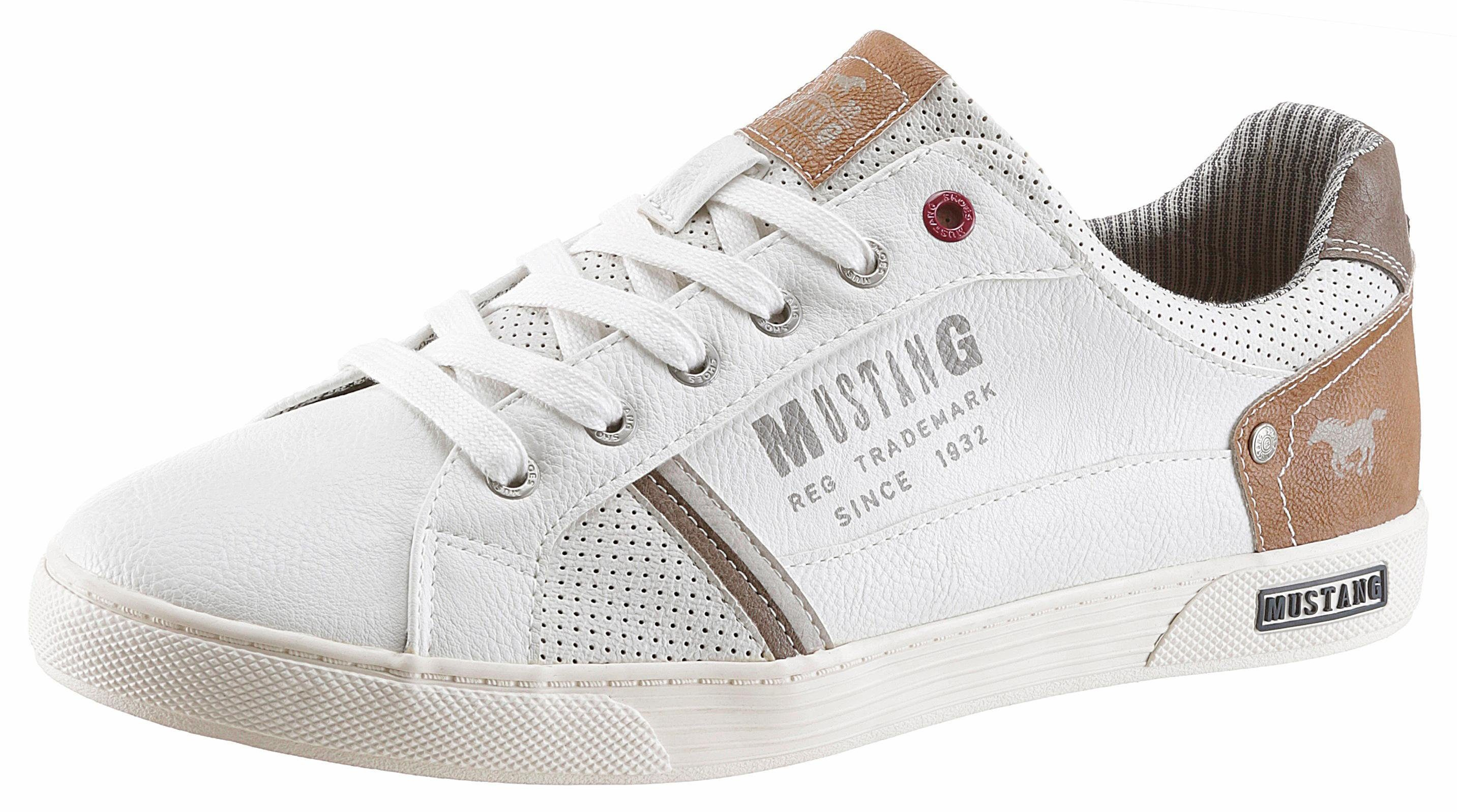 Mustang Shoes Sneaker, mit modischer Perforierung  weiß