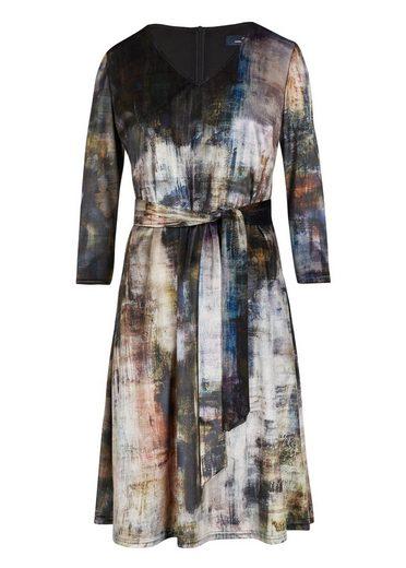 Daniel Hechter Modisches Kleid mit grafischem Muster