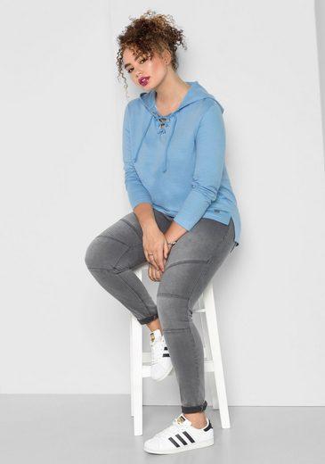 sheego Casual Kapuzensweatshirt, Ausschnitt mit Schnürung