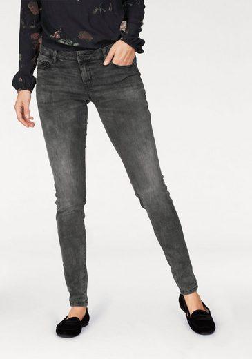 Q/S designed by Skinny-fit-Jeans, mit leichten Destroyed-Effekten