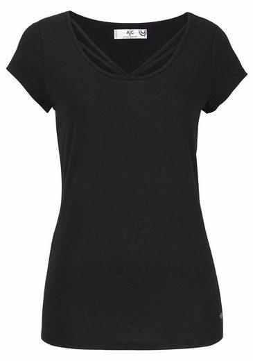 AJC T-Shirt, mit Verzierung am Ausschnitt