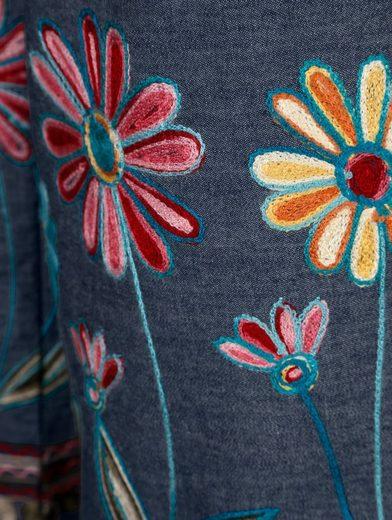 Paola Hosenrock mit aufwendiger Blumenstickerei