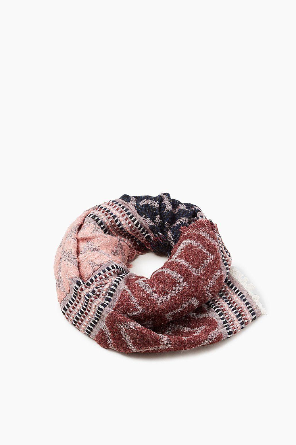 ESPRIT CASUAL XXL-Schal mit eingewebtem Ikat-Muster