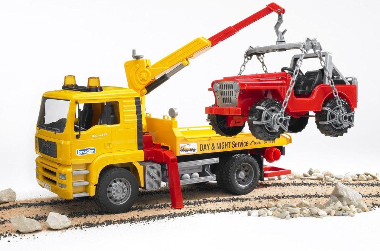 bruder® LKW 02750, »MAN TGA Abschlepp-LKW mit Geländewagen«