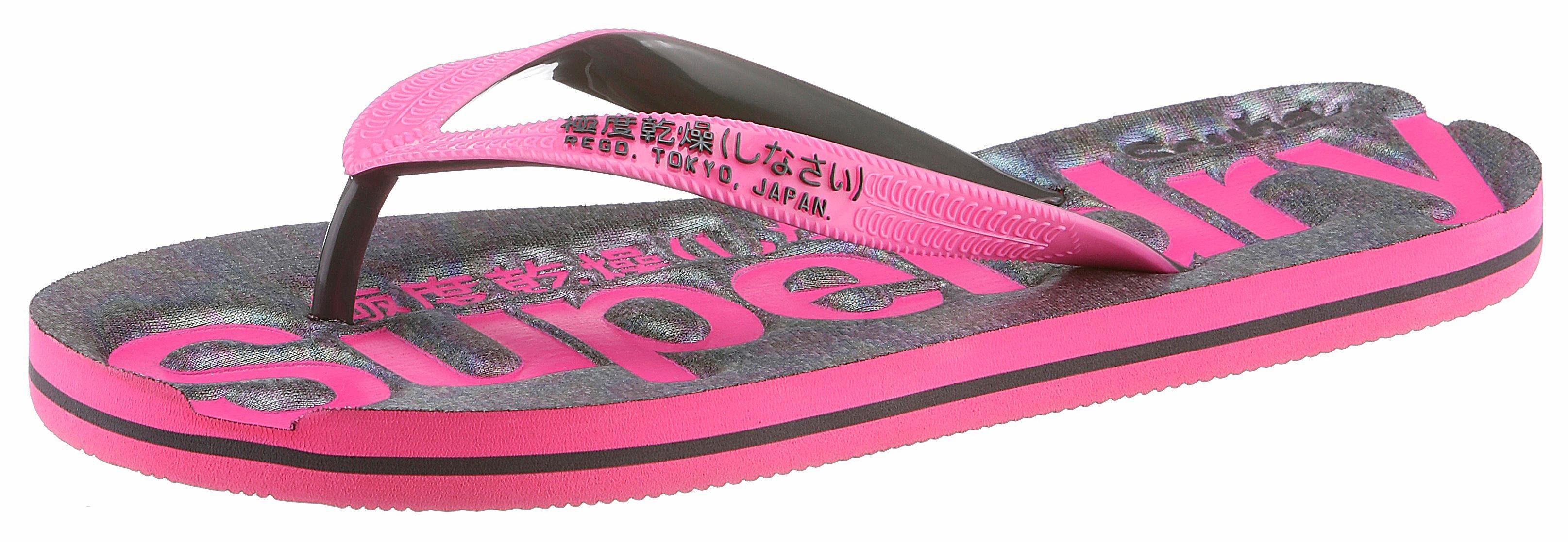 Superdry Zehentrenner, mit auffälligem Logodruck  grau-pink