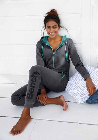 Bench. Jumpsuit mit kontrastfarbenen Details
