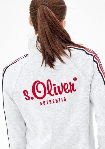 s.Oliver RED LABEL Sweatjacke, mit modischen Seitenstreifen und Samtlogo auf der Rückseite
