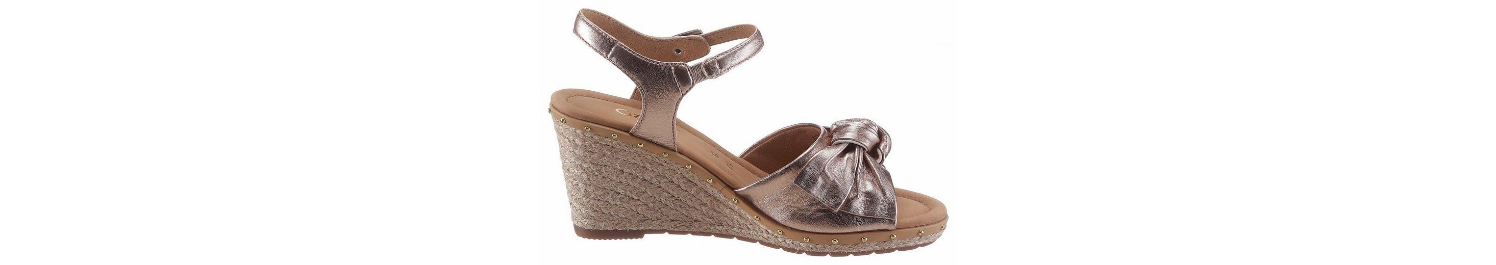 Gabor Sandalette, im trendigen Metallic Look mit Nieten besetz