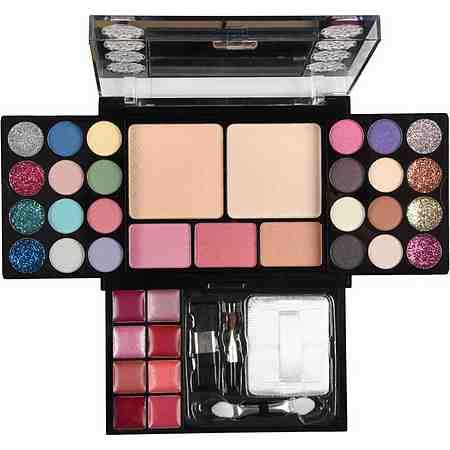 In unseren Schminkkoffern finden Sie alles, was sie für ein professionelles Make Up zu jedem Anlass brauchen.
