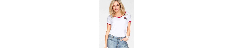 Wrangler T-Shirt, mit Kontrastdetails und kleinem Logo