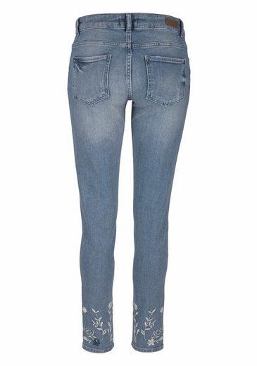 s.Oliver RED LABEL Skinny-fit-Jeans, mit Blumenstickerei