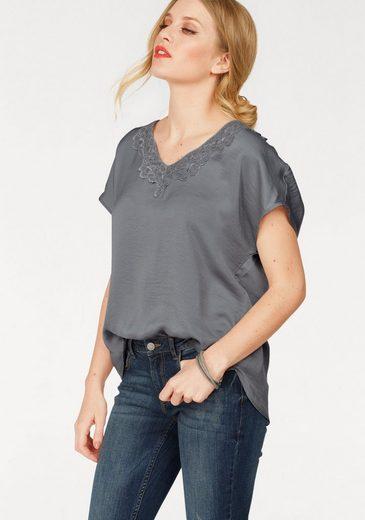 JACQUELINE de YONG Shirtbluse APPA, mit Spitzendetail im Dekolletté