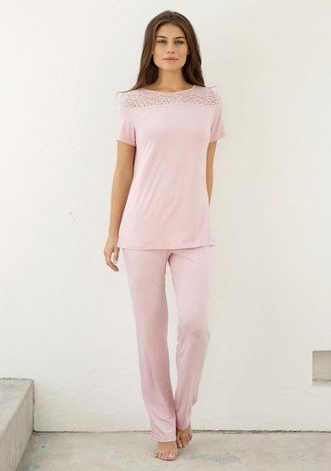 Triumph Pyjama mit Spitzeneinsatz