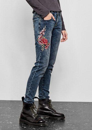 Q/S designed by Sadie Superskinny: Bestickte Jeans