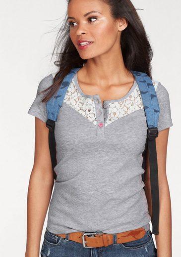 KangaROOS T-Shirt, mit zartem Spitzen-Einsatz vorne