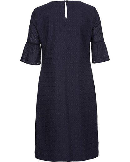 Brigitte von Schönfels Kleid aus Madeiraspitze