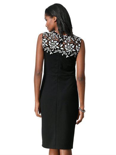 Alba Moda Kleid mit aufwendigem Spitzeneinsatz