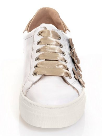 Alba Moda Sneaker mit Blumenapplikationen in leichter Metallic-Optik