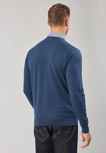 Next Shirt mit V-Ausschnitt und angedeutetem Hemdeinsatz