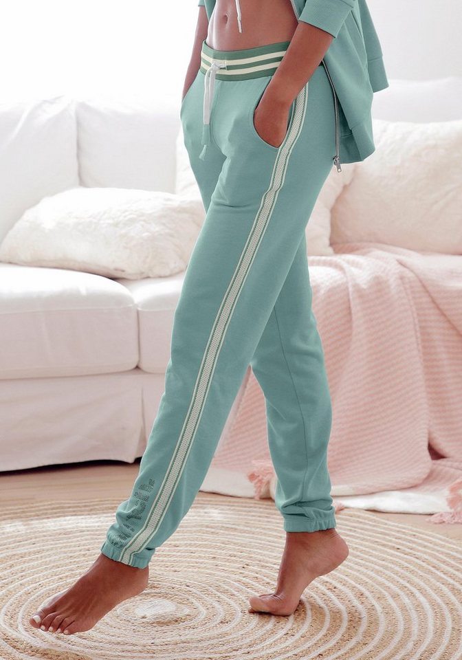 Bench. Relaxhose mit gestreiftem Bund und Glanzprint   Bekleidung > Homewear > Relaxhosen   Grün   Samt   Bench.