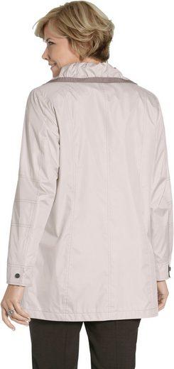 Jacke mit modischer Raffung am Kragen
