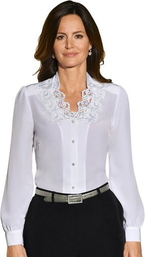 Lady Blouse With Elaborate Lace Ornament