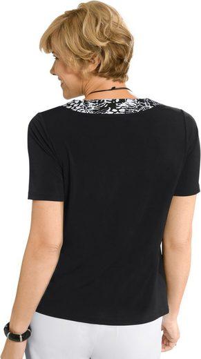 Shirt mit Kontrastblende am Ausschnitt