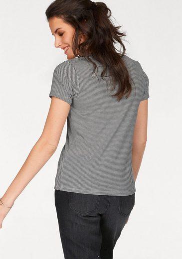 Aniston T-Shirt, mit Patch im Vorderteil