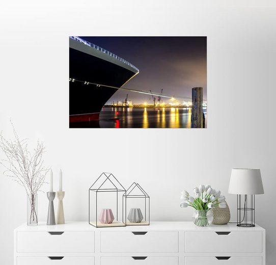 Posterlounge Wandbild »Ein großes Kreuzfahrtschiff im Hafen bei Nacht«