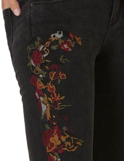 Cartoon Jeans mit hochwertigen Stickereien