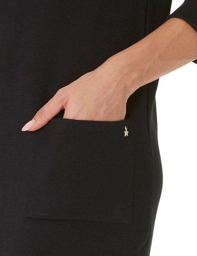 Cartoon Kleid mit Turtle Neck und aufgesetzten Taschen