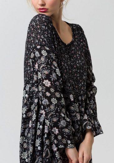 ESPRIT Chiffonkleid, mit floralem Alloverdruck und langen Ärmeln