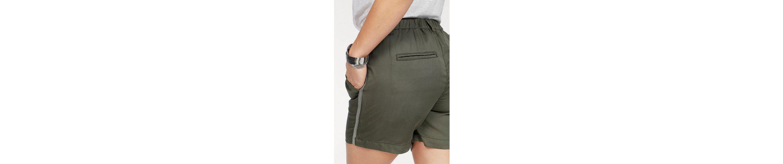 CLAIRE WOMAN Shorts, mit glänzenden Seitenstreifen